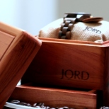 Exquisite wooden box packaging,with a humidifier slot below